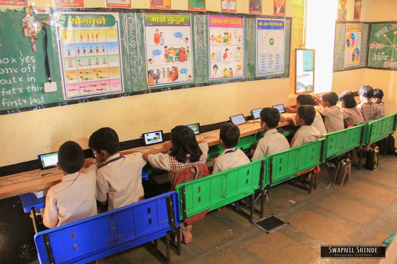Chaudharwadi, District Baramati: Tablets distribution for high-tech education in Primary school